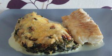 Blattspinat in Sahnesauce mit Käse überbacken
