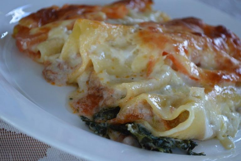 Cannelloni Bolognese auf Spinat