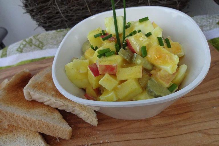 Eiersalat mit Äpfeln und Curry