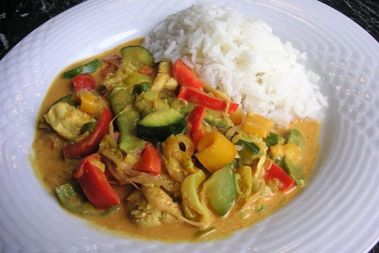 Farbenfrohes Putencurry