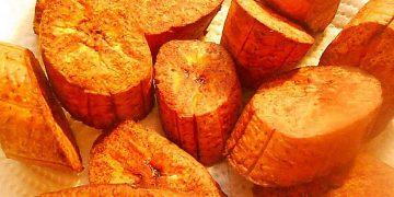 Frittierte Kochbanane kolumbianische Art