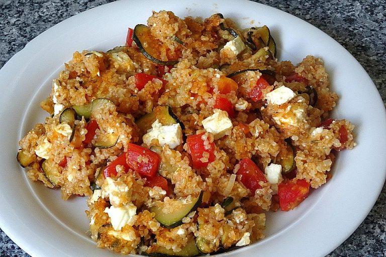 Gebackener Bulgur mit Schafskäse und mediterranem Gemüse