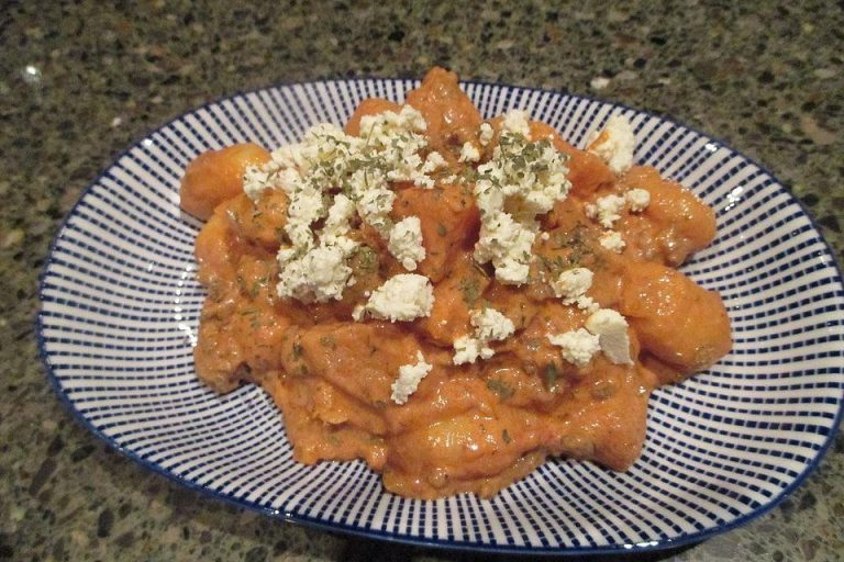 Gnocchi-Hackpfanne mit Süßkartoffeln