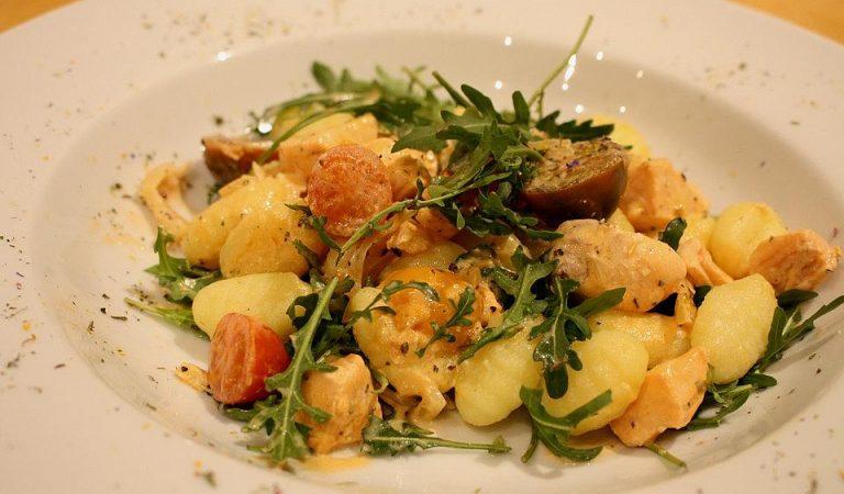 Gnocchi mit Lachs und Rucola