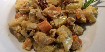 Herbstliche Möhren - Kartoffelpfanne mit Gorgonzola und Walnüssen