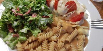 Hühnchenbrustfilet mit Mozzarella und Tomate