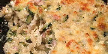 Hüttenkäse-Zucchini-Nudelauflauf
