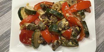 Mediterranes Ofengemüse mit Feta &  frischen Kräutern