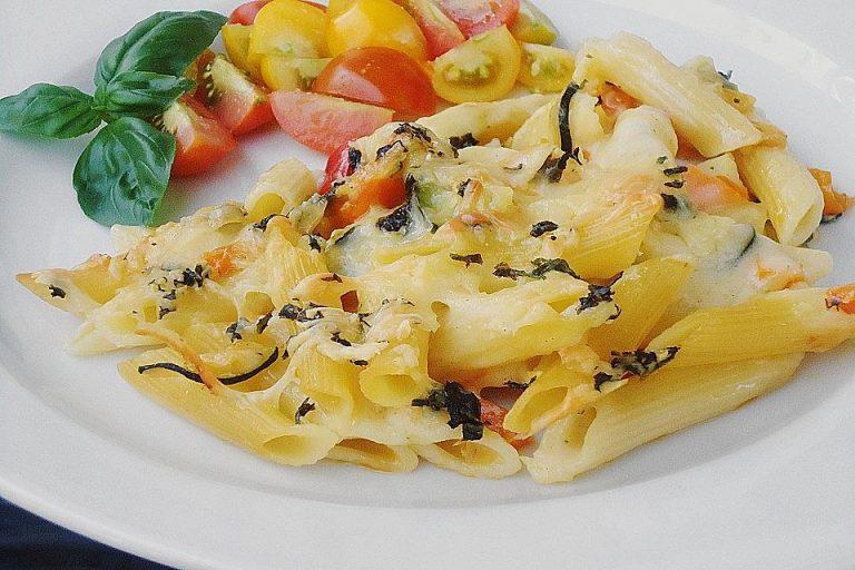 Nudelauflauf mit Zucchini und Paprika