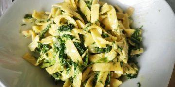 Nudeln mit Gorgonzola-Spinat-Sauce