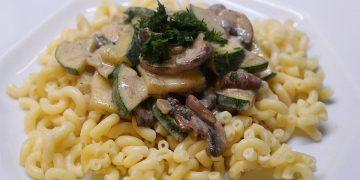 Pasta mit Zucchini-Champignon-Frischkäse-Soße