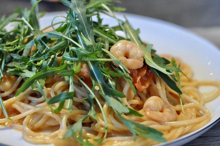 Spaghetti mit Garnelen in Weißwein - Sahnesauce