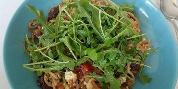 Spaghetti mit Rucola und Schafskäse