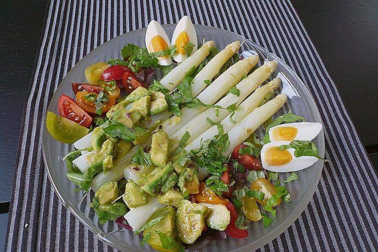 Spargelsalat mit Eiern,  Avocado, Tomaten