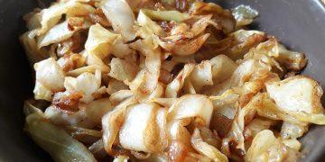 Spitzkohl oder Weißkohl, gebraten mit Weißwurstsenf