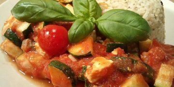 Tomaten-Zucchini-Pfanne mit Fetakäse