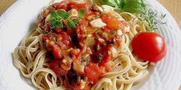 Tomatensauce mit Mozzarella aus frischen Zutaten