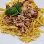 Tortiglioni in italienischer Pfifferling-Sahne-Sauce