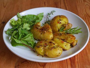 Würzige gequetschte Ofenkartoffeln